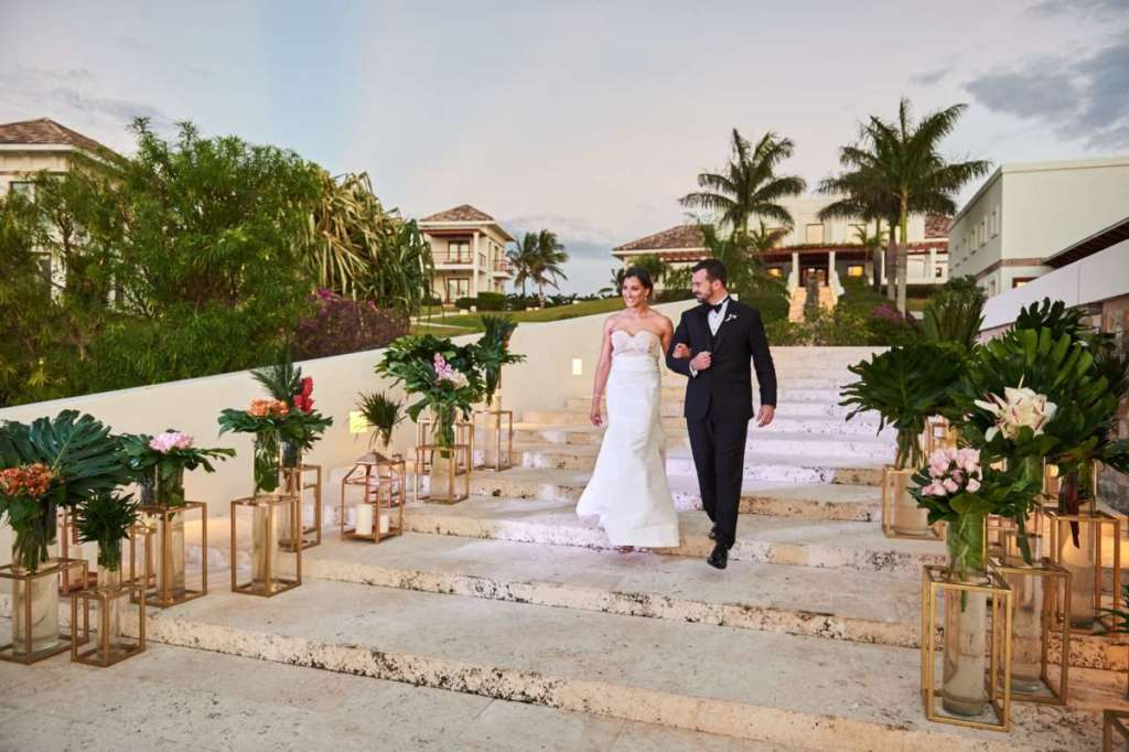 couple-destination-wedding-roatan